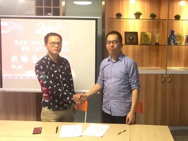 Waltonchain CEO Mo Bing with Huodull Founder Zhan Shuguang