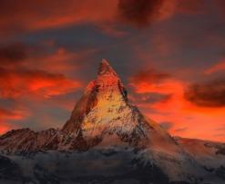 Bitcoin climbs a mountain